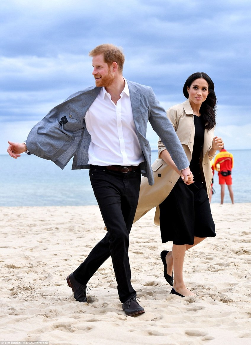 The couple arrived at South Melbourne Beach where they join a group of volunteers, lifesavers and schoolchildren