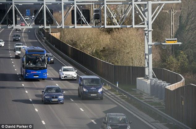 Laut Highways England ist die örtliche Polizei für die Durchsetzung der Geschwindigkeit auf intelligenten Autobahnen verantwortlich