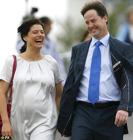 El matrimonio Clegg, paseando por Bournemouth (Fuente: Daily Mail)
