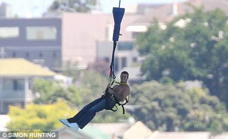 BUNGY JUMPING OFF AUCKLAND HARBOUR BRIDGE David Beckham