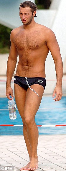 Ian Thorpe walks to the pool at the aquatic centre in Sindelfingen, Germany, Wednesday 04 August 2004