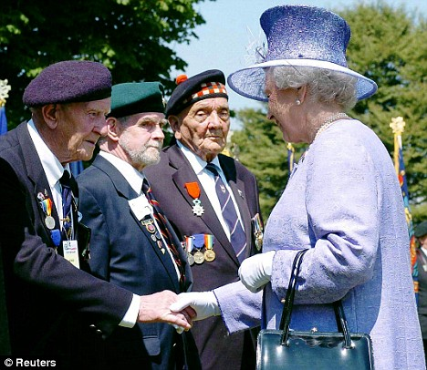 queen meets war veterans at 60th anniversary