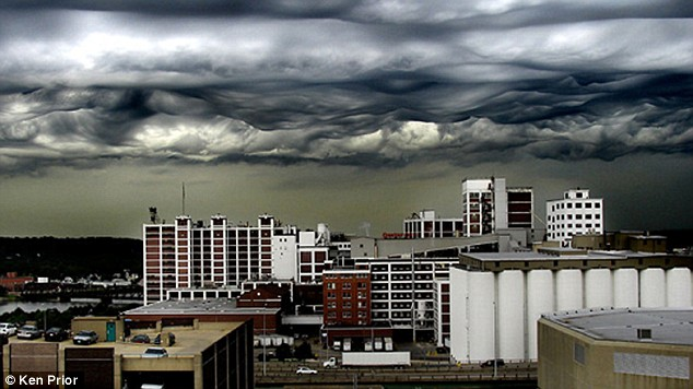 Dramatic: The ribbons across the sky portray a scene similar to a Doomsday scenario