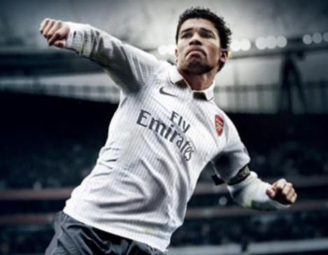 Eduardo sports the new Arsenal third strip