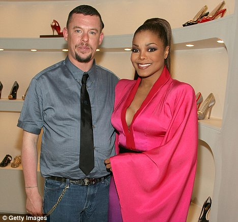 McQueen with singer Janet Jackson at his store opening in LA in 2008