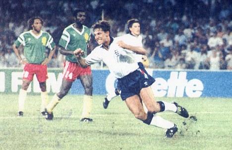 Gary Lineker: o Top Striker de 1986, executa Camarões sem dó, desta vez em 1990.