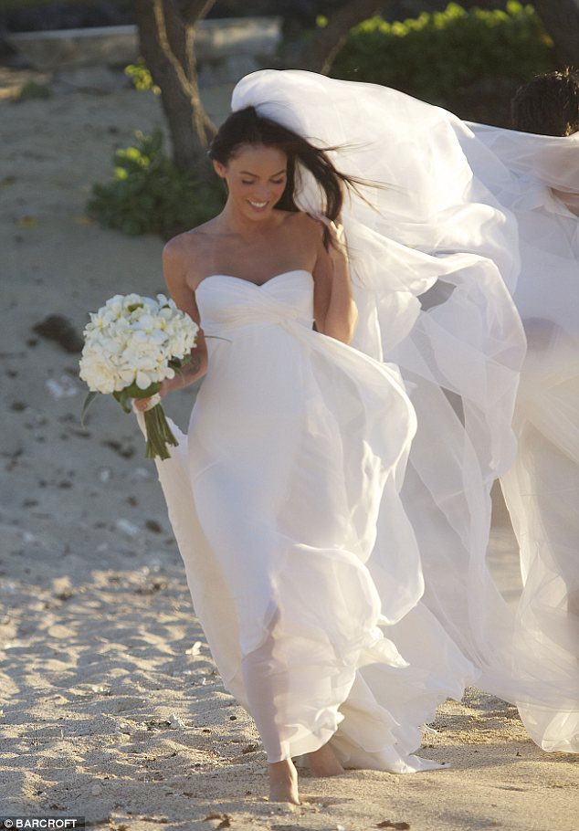 Brian Austin Green and Megan Fox tied the knot tonight in a sunset wedding on the beach on June 24, 2010 in Kona, Hawaii.