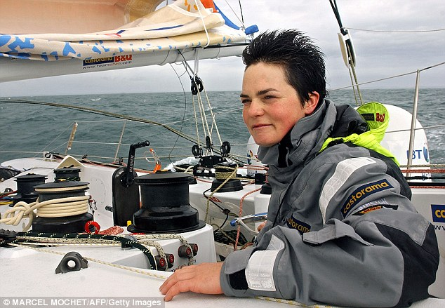 Ellen MacArthur skippering her 'Castorama' in 2005