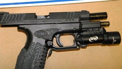 Firearms experts have criticised pistol-mounted flashlights, saying they complicate an already stressful situation