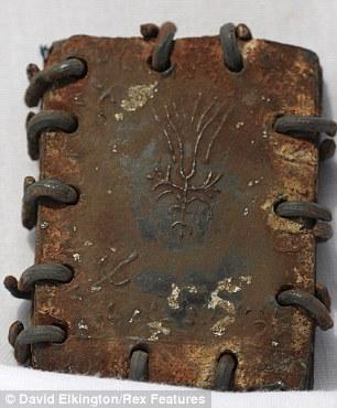 article 1371290 0B63F32D00000578 102 306x370 70 Buku Logam Sejarah Injil, Mungkinkah Penemuan Terbesar Dunia Sejak Gulungan Laut Mati?