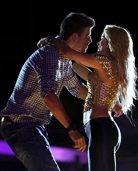 Te quiero: The couple were very hands on during the show at the Lluis Campanys Olympic Stadium