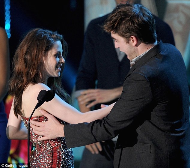 Tricksters: After winning the Best Kiss Award, Kristen and Robert pretended go in for a kiss