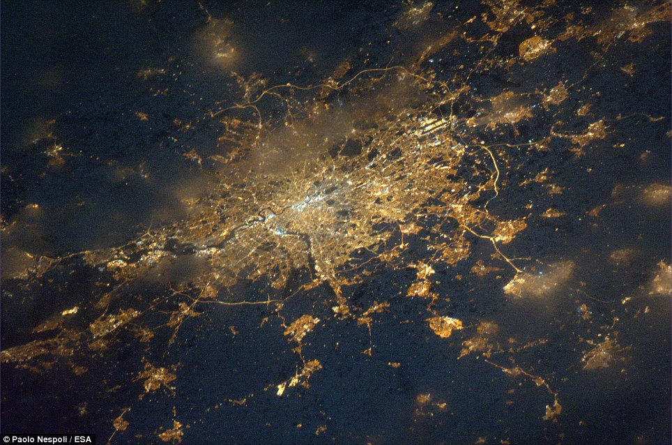 Capital close-up: London can be seen in all her glory, including the M25 ring road