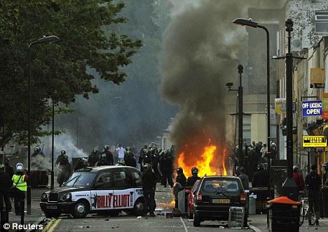 Recuerdos: Los estudiantes que sobresalieron en la Academia dejará detrás de Hackney - uno de los lugares afectados por los disturbios de Londres