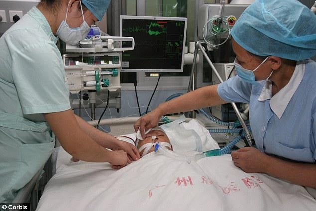 Cuidado: que niña ha recuperado la capacidad para tomar respiraciones débiles con la ayuda de un respirador y tiene poco de sensibilidad en sus brazos