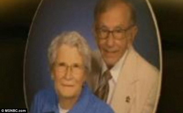 article 2051047 0E7225EC00000578 218 634x393 Gordon and Norma Yeager married for 72 yrs die an hour apart holding hands