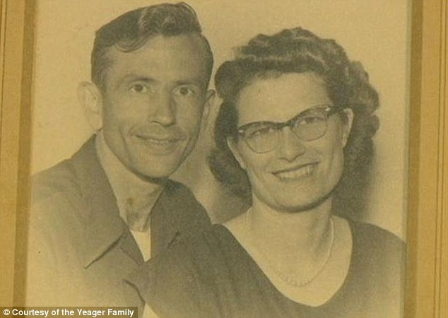 article 2051047 0E72CF6800000578 121 634x450 Gordon and Norma Yeager married for 72 yrs die an hour apart holding hands