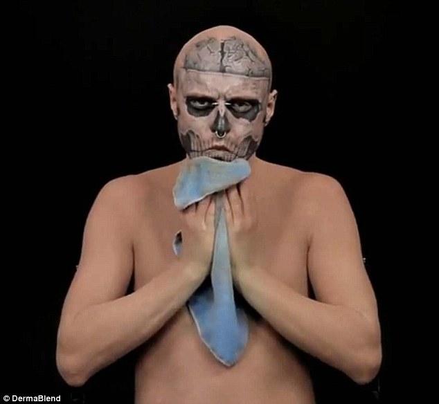 Ir más allá de la cubierta: nueva Lady Gaga es el mejor amigo comienza a borrar el maquillaje para revelar su verdadera piel