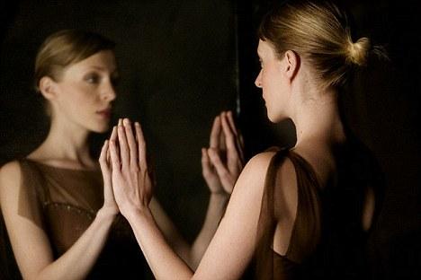 Resultado de imagen de people at a mirror