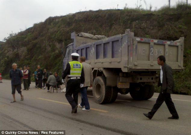 Repugnante: El camión que causó la muerte Xiong como él se fue a casa a la escuela en Luzhou, en el oeste de China