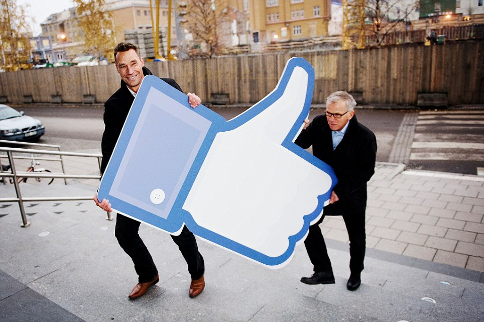 The Mayor of Lulea, Karl Petersen, and Matz Engman, CEO for Lulea Business Agency, show that they 'like' the proposed new plant