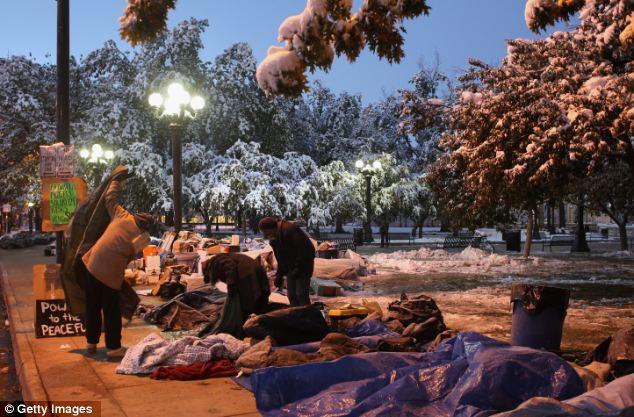Estoico: Manifestantes en Denver continuar la protesta a pesar de las tormentas de nieve del invierno a principios