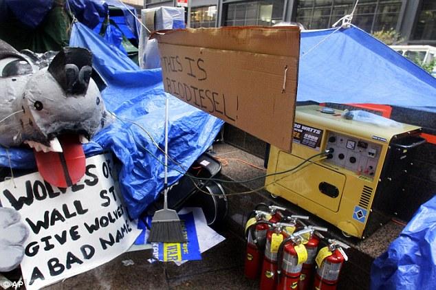 Gone: Un generador se ve en el sitio de la protesta Ocupar Wall Street en el Zuccotti Park de Nueva York el jueves, antes de que se sezied por Bomberos de la ciudad los funcionarios del departamento durante una inspección la mañana del viernes