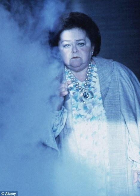 Zelda Rubinstein a joué un causeur esprit dans le film d'horreur Poltergeist 1982