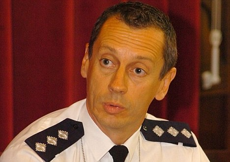 Final warning: Chief Inspector Mark Ling will be allowed to return to work despite sending 'inappropriate and offensive' text messages to colleagues