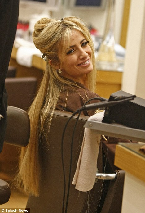 Chantelle Houghton Gets Hair Extensions Fitted Daily