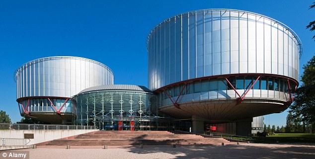Ataque implacable: los jueces no elegidos en el Tribunal Europeo de Derechos Humanos de Estrasburgo, en la foto, están socavando la justicia británica por el fallo a favor de los asesinos, terroristas y delincuentes sexuales en tres de cada cuatro casos llevados allí desde Gran Bretaña