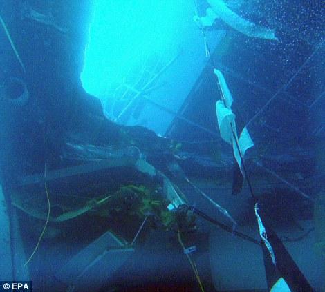 Une photo prise par la recherche de plongeurs passagers manquants et de l'équipage