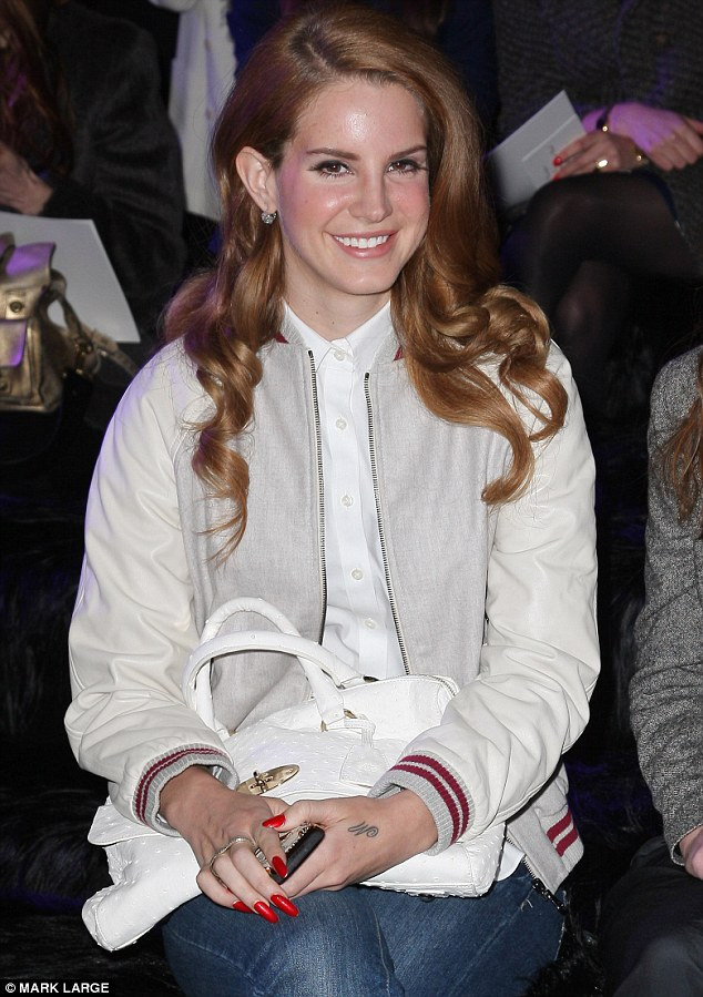 Lana Del Ray Takes Her Seat On The Mulberry Front Row