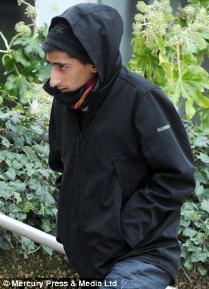 Kabeer Hassan llegar a Liverpool Tribunal de la Corona