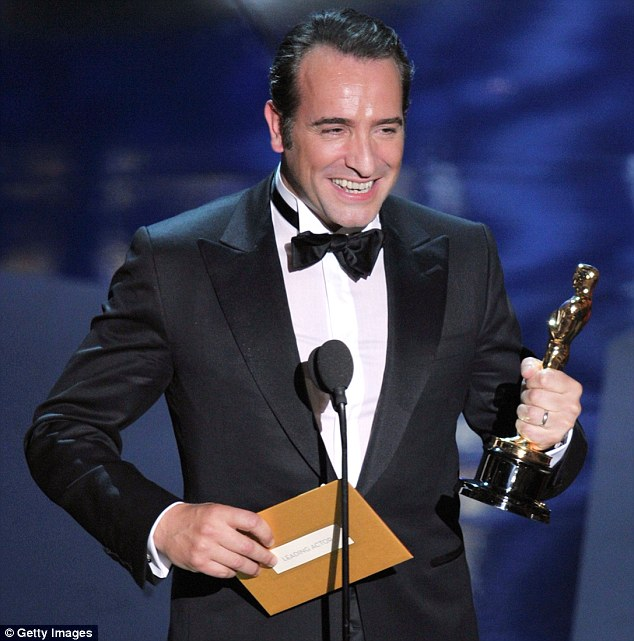 Oscars 2012 Best Actor Jean Dujardin Apologises After