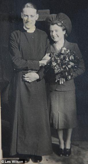 Rev Bond en su boda con Patricia en el año 1940