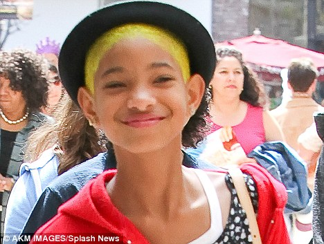 Willow Smith Dyes Her Green Hair An Eye Catching Bright