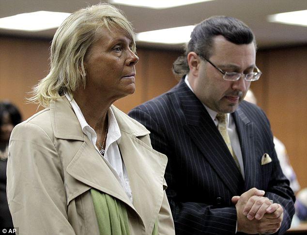 Luchando por su caso: Krentcil (izquierda) dice que todo fue un malentendido y que ella no tomó a su hija en la cabina, pero sólo en la habitación mientras ella se fue de bronceado