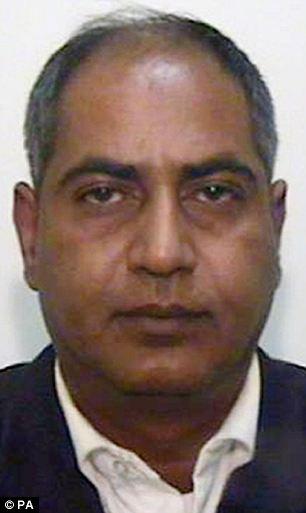 Cortesía sin fecha emitido por la Policía de Manchester Mayor de Abdul Qayyum, de 44 años, que ha sido declarado culpable de conspiración