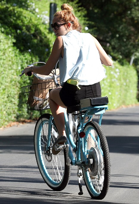 Miley Cyrus Electric Bike Gets A Flat Daily Mail Online