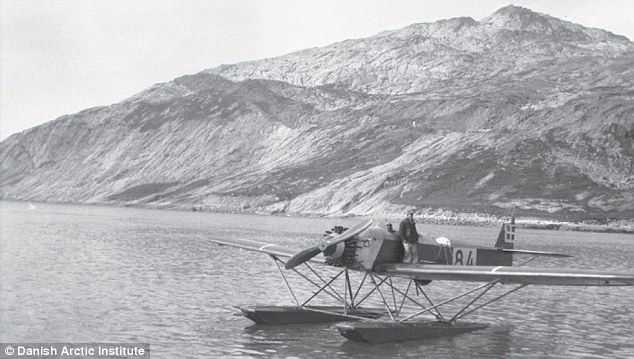 The Heinkel hydroplane after returning from a surveying mission during Knud Rasmussen¿s expedition to Greenland in the 1930s