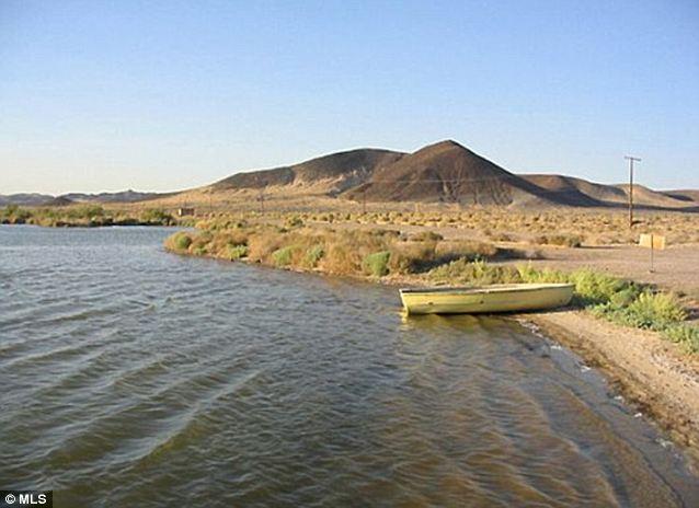 Aislado: Hay poco peligro de ser atrapado Bañarse desnudo en el lago