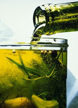 Saludable con el aderezo?  Los aceites adecuados puede ayudar a su cuerpo con la grasa mejor, los investigadores afirman