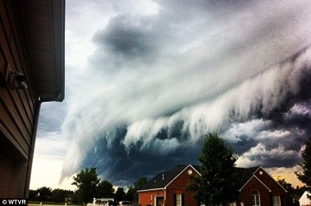 Amazing: But the shelf clouds are not dangerous, even though they are a sign of a nearby thunderstorm