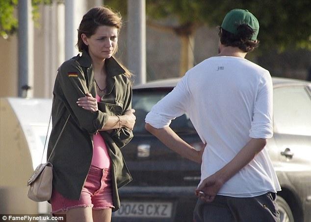 Mischa Barton And Her Boyfriend Run Into Car Trouble As