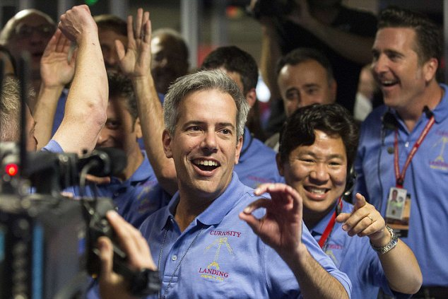 Flight System Manager Matt Wallace (C) and MSL Lead Flight Director David Oh (2nd R) celebrate curiosity's successful landing