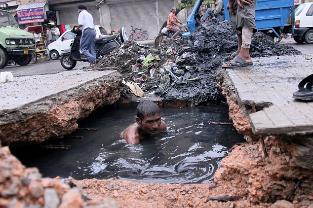 And You Thought You Had A Bad Job Indian Sewer Diver
