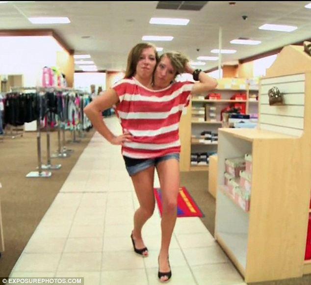 Abby Hensel na Brittany Hensel ni abakobwa babiri bavutse bafatanye imitwe
