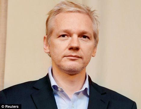 Mme Robinson a défendu Julian Assange dans le passé et agit en son nom dans sa tentative d'éviter l'extradition vers la Suède pour répondre aux questions concernant les allégations de viol