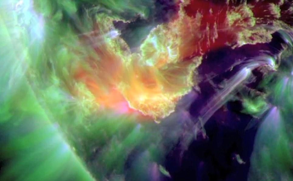 O vídeo também revela que o filamento se parece mais perto da superfície do sol